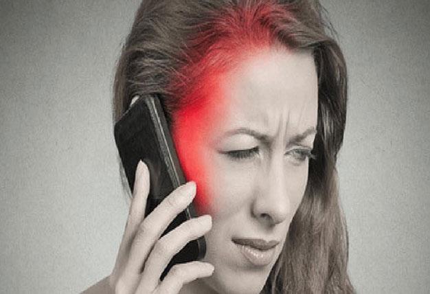 بهترین روش برای در امان ماندن از امواج موبایل،ضررهای موبایل،بیماریهای استفاده از موبایل،مضرات موبایل،انحراف گردن،سینماتیو،فیلیموباکس
