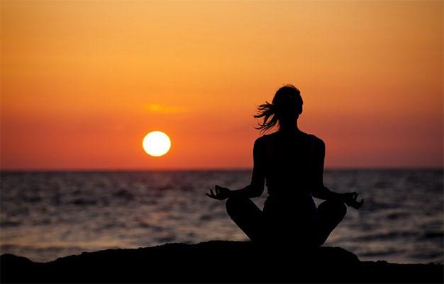 حرکات یوگا و مدیتیشن،بهترین ورزش برای از بین بردن استرس،ورزشی که قدرت روحی را تقویت میکند چیست،چگونه یوگا یاد بگیریم،چرا یوگا درمان است،سیکل ضد خشم در یوگا،فواید حرکت پروانه در یوگا،حرکت بالاسانا